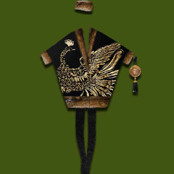Одежда с золотой вышивкой